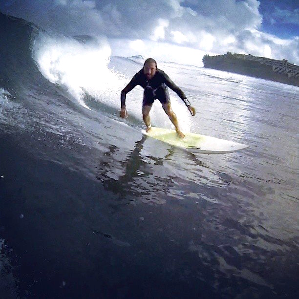Nassim at home surfing
